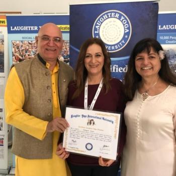 Αντιγόνη Λουκά, , Πτυχιούχος Φυσικής Αγωγής – Φυσιοθεραπείας (Μόσχα), Pilates/Yoga Instructor, Master ThetaHealing, Certified Laughter Yoga Teacher από τον ιδρυτή της μεθόδου Δρ.Μαντάν Κατάρια στην Ινδία.